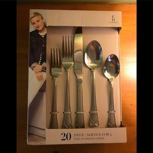 ED Ellen DeGeneres 20 Piece SS Flatware Set NEW